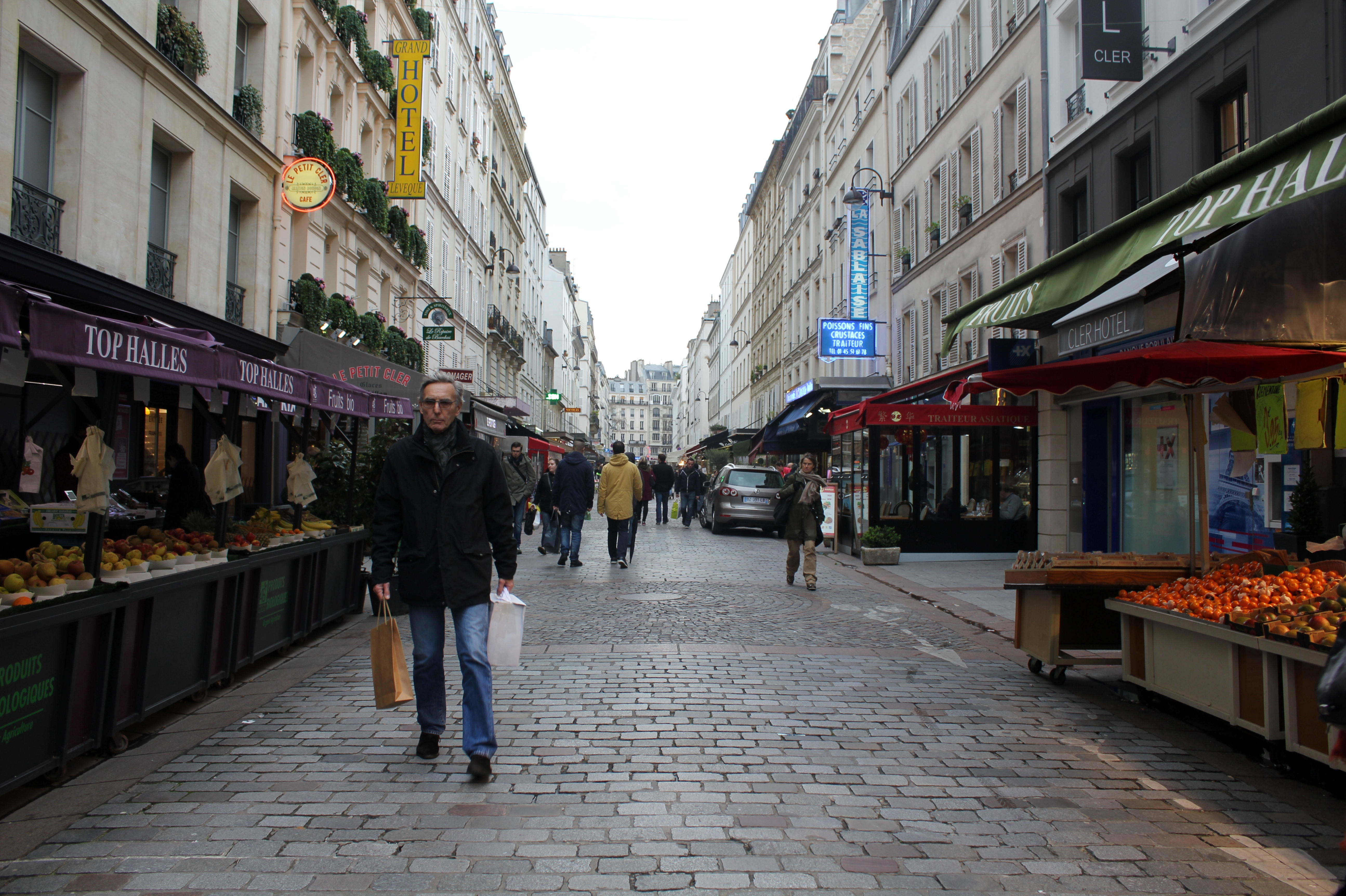 best food markets in paris rue cler and rue buci. Black Bedroom Furniture Sets. Home Design Ideas